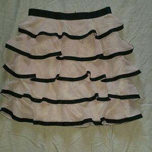 "Flirty ruffled skirt in TRENDY ""millennial pink"""
